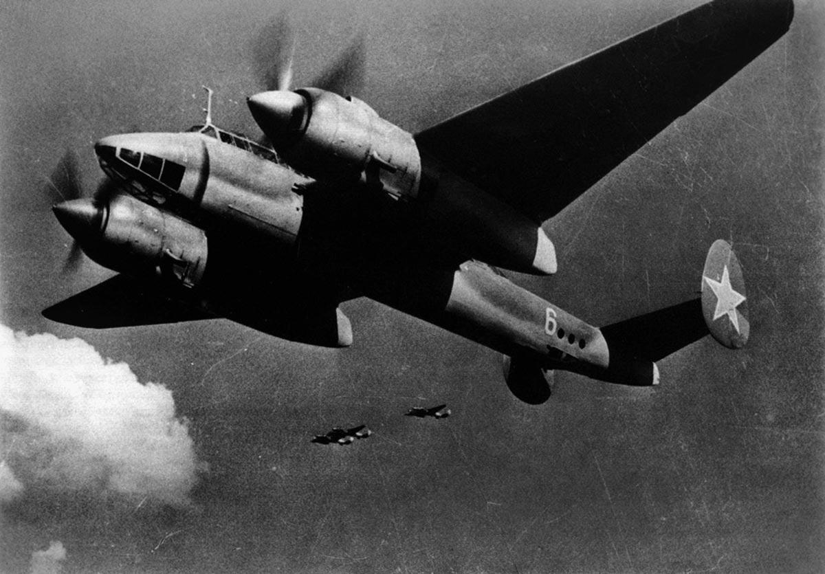 Советский бомбардировщик Ту-2.