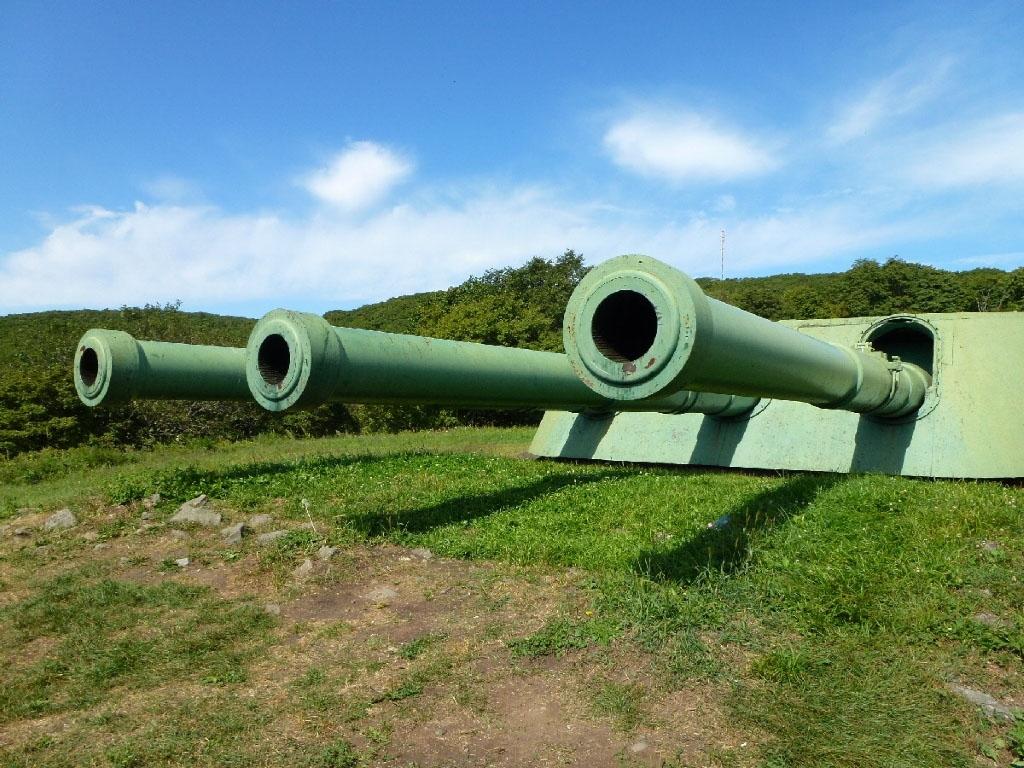 Ворошиловская башенная батарея № 981, расположенная на острове Русском. Построенная в 1934 году, батарея была главным оплотом Владивостокской крепости, покрывающей акваторию залива Петра Великого.
