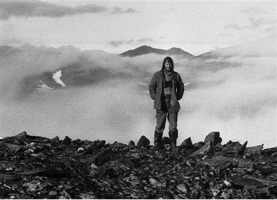 Матрос - Никита Вронский - в день своего 30-летия на вершине горы Советская.
