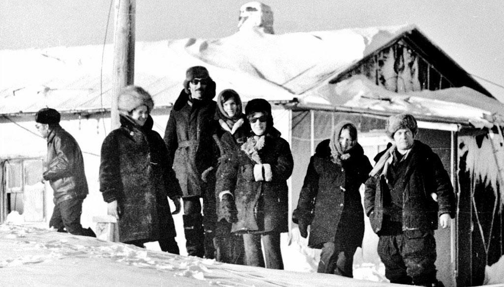 Остров Врангеля. Осмотр хозяйства выносной метеостанции на мысе Блоссом, апрель 1978 год.