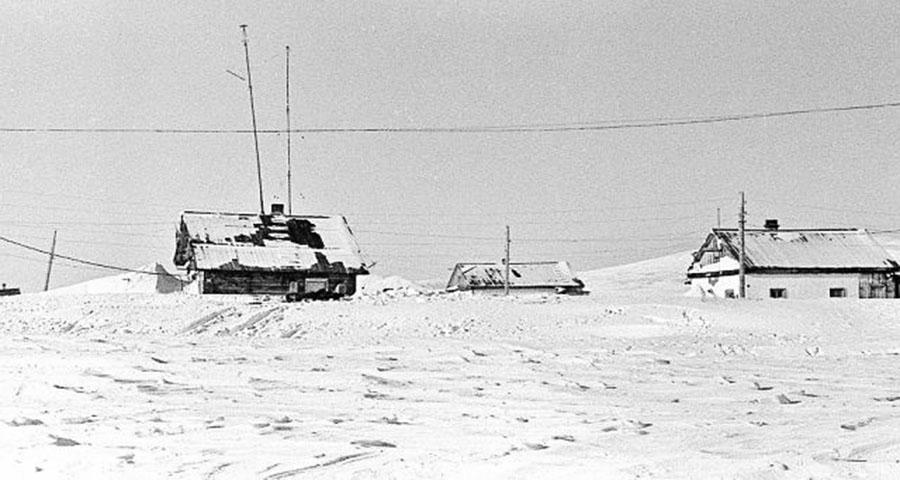 Остров Врангеля. Село Ушаковское. Зимний пейзаж.