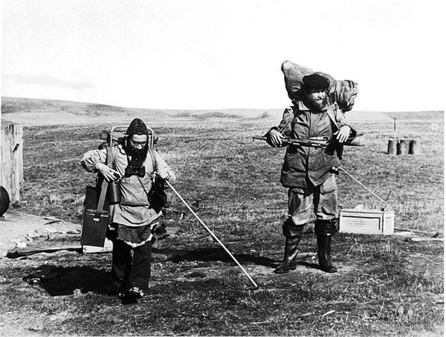 Остров Врангеля, пик Тундровый. Владимир Гаев и Казьмин идут на Дрем-Хед. Лето 1981 год.