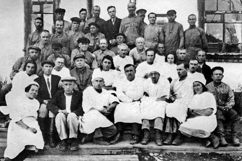 Беличье. Заключенные врачи и медработники больницы. 1944 год.