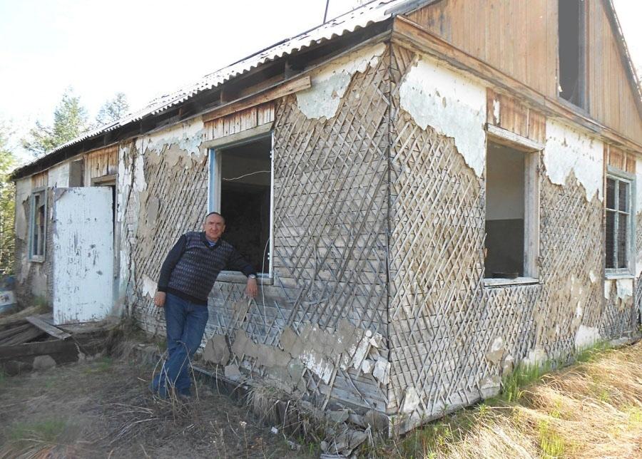 Посёлок Эсчан. Бывшая контора подземного участка. 2016 год.