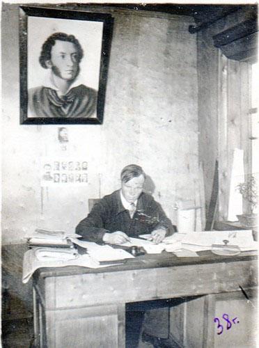 На рабочем места в редакции газеты «Красный горняк». 21.06.1938 год.