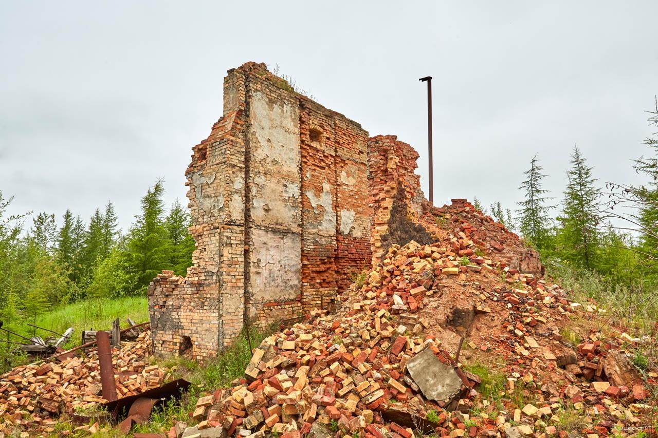 Развалины пищекомбината у посёлка Пищевой. 2017 год.
