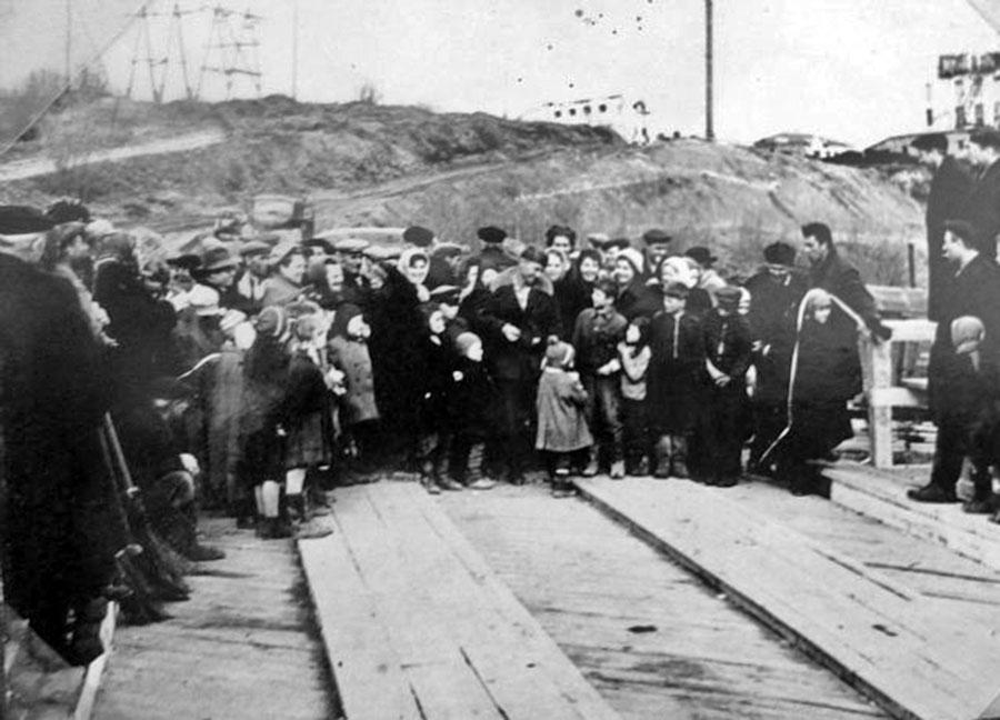 Торжественное открытие моста через реку Таскан. 1963 год.