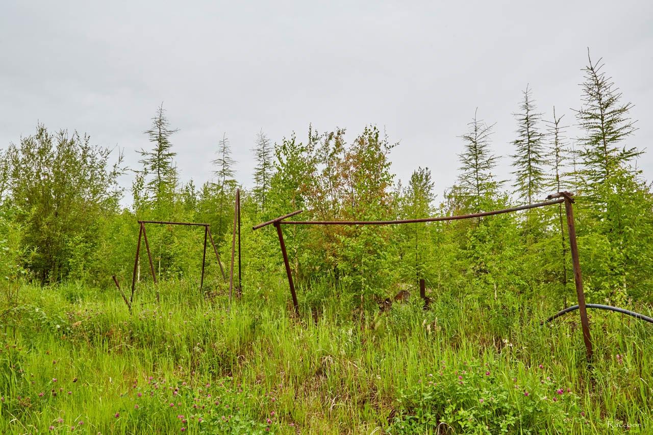 Бывшая детская площадка. Усть-Таскан. 2017 год.