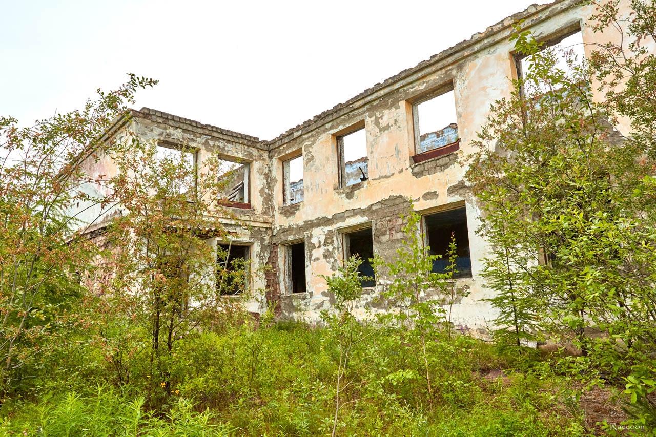 Усть-Таскан. Здание бывшей школы. 2017 год.