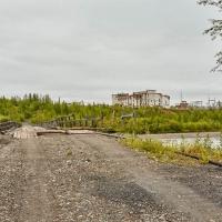 По мосту, через реку, в Усть-Таскан. 2017 год.