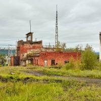 Бывшее паровозное депо, позже здесь располагалось МРО. Усть-Таскан. 2017 год.