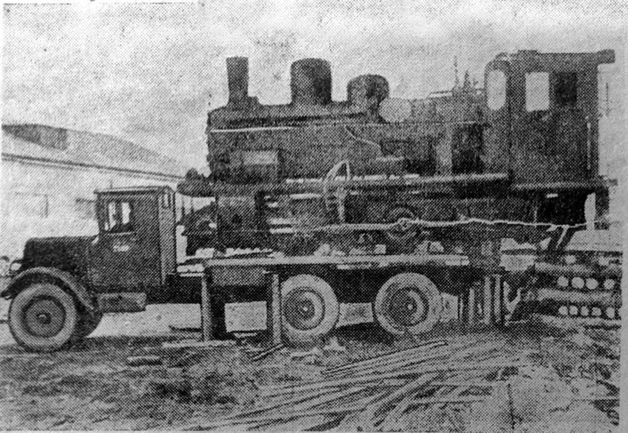 Перевозка паровоза на 56-й км на тяжеловозе «ЯГ». 1941 год. Фото из газеты «Советская Колыма».