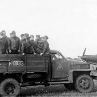 Студебеккер, как и «Аэрокобры» P-39Q справа - тоже из США...