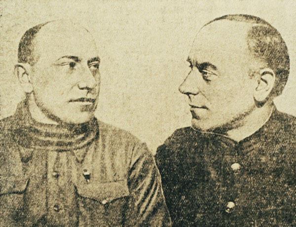 Летчик Н.Т. Кузнецов и штурман М.Д. Меньшиков (справа) – экипаж ПС-7, совершивший 24 февраля 1939 года первый беспосадочный перелет из Нагаево в Хабаровск. Фото из газеты «Тихоокеанская звезда» от 1 апреля 1939 года