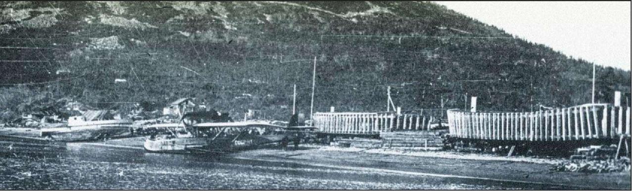 Летающая лодка «Dorner-Wal» на берегу Нагаевской бухты у авиаремонтных мастерских и авиаангаров