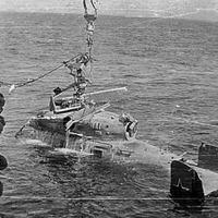 Вертолет с крейсера «Адмирал Сенявин» 1977 год. Подьем на СС «Машук» после остропки.