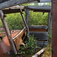 Обратите внимание, в конструкции кабины применено дерево.