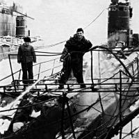 С-198 в ремонте на СРЗ-49 в бухте Сельдевая. Фотография с сайта «Русский Подплав».
