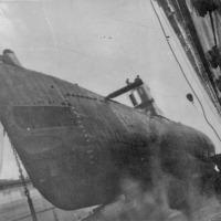 Доковый ремонт бухта Сельдевая. С-220, у нее входная дверь с боевой рубки. Примерно 1978 год.