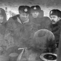 Второй слева капитан 1 ранга Леонов. Зам. комбрига 171ОБрПЛ