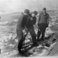 С-263. Экипаж в работе. Зимовка в Магадане.