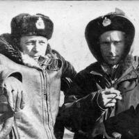 Командир С-263 Пономарев (справа).