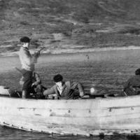 Экипаж С-263 на Камчатке. На шлюпке охотились на нерп и уток.