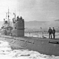 Май 1972 г. Швартовка в ледяных условиях. Этими льдами у ПЛ С-286 сильно повредило винты.