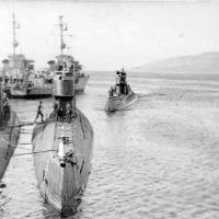 Подводные лодки 171 бригады. Бухта Нагаева. С-288 готовится к швартовке.