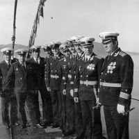С-288. Слева направо мичман Кунцевич, доктор Васильев, мичман Иванов, командир лодки Путинцев... Офицерский состав С-288. 1981 год.