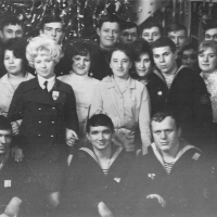 Экипаж С-288 с шефами со швейной фабрики., город Магадан. Фото предоставлено Леонидом Меньшиковым.