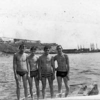 1977 год. Экипаж С-288 на пляже.