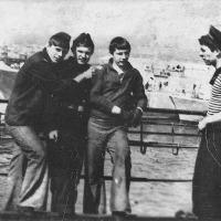 Бухта Диомида, Владивосток. Экипаж С-288 в ДОКе. Хисаметдинов, Фадеев, Коноваленко, Блинов.