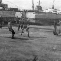 С-288. Весна 1977 года, бухта Диомида. Экипаж и футбол.