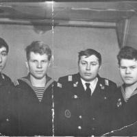 Члены экипажа С-288 на плавбазе. Из архива Виктора Ряховского.