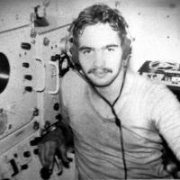С-359. Гидроакустик Савоченко Сергей в рубке. Рубка Акустиков на этой лодке была во втором отсеке,а не в центральном.