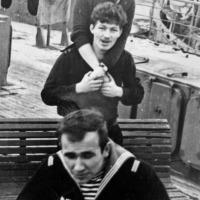 Шефы приехали. Экипаж С-365 на борту плавбазы «Север» 1968 год.